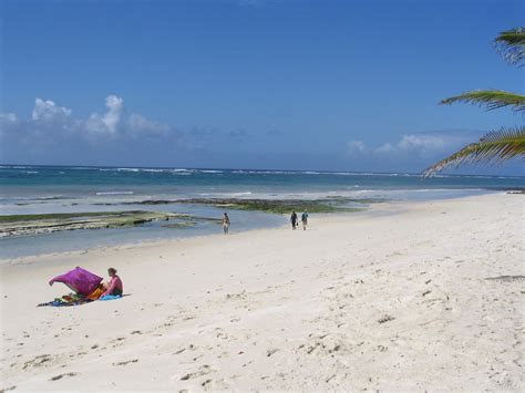 File:Diani Beach towards the south next to the Indian