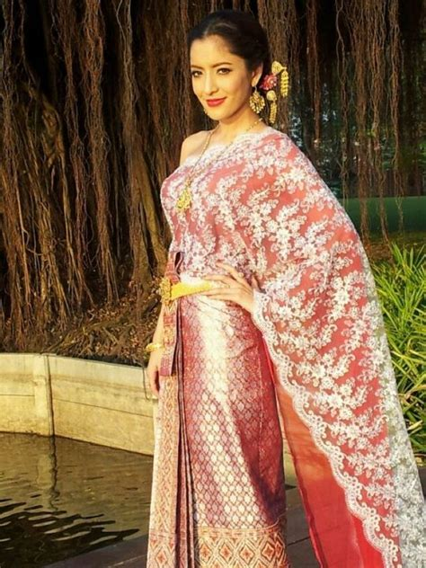 All Thailand Culture: Pinky Savika and Thai traditional